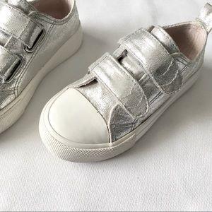 Other - ➖HOST PICK➖Kids size 8 Silver Metallic Flats